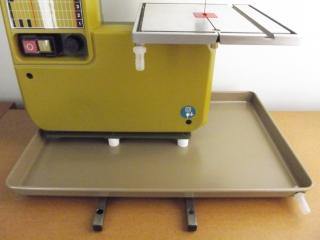 We include 4 pedestals, tray nipple, 10mm drain tubing & elbow (not shown), 2 table nipples, 2 legs